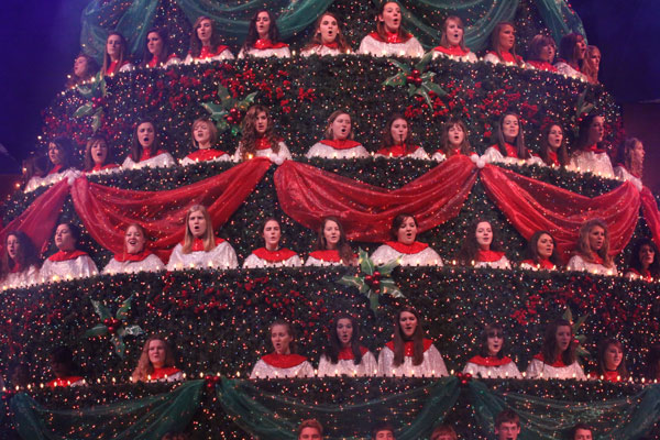 Bellevue Baptist Church Singing Christmas Tree Pictures and Video Clips  from 1976 to Present | The Daily Hatch - Bellevue Baptist Church Singing Christmas Tree Pictures And Video